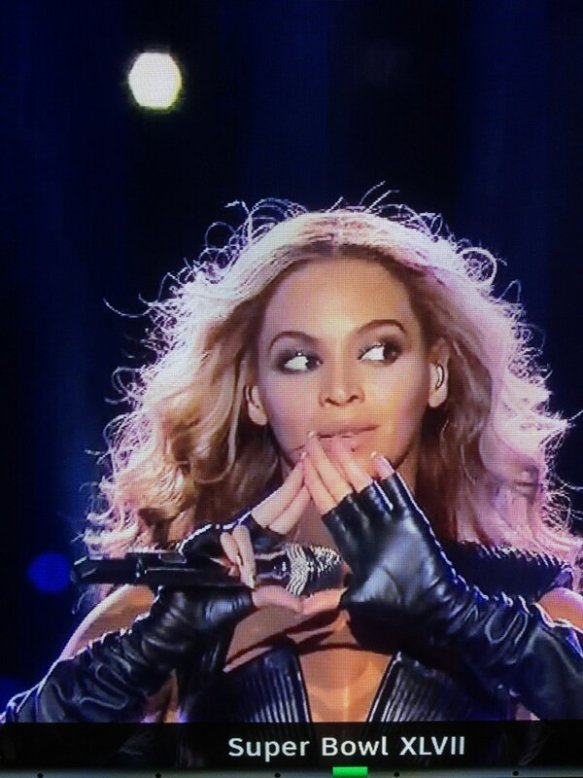 Beyoncé makes Illuminati symbol to her worshipers during her performance at the Superbowl.